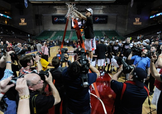 David Stockton cuts down the nets after Gonzaga's win (photo by Ethan Miller)