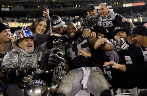 The Raiders finally got one. (photo by Ezra Shaw)